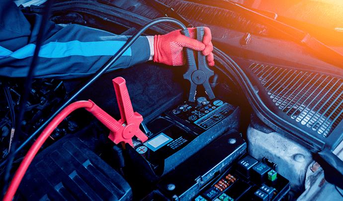 Comment-démarrer-une-voiture-avec-une-batterie-morte