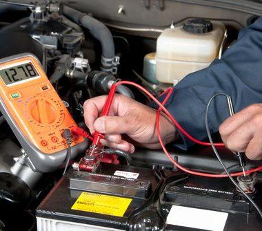 Tester la tension d'une batterie